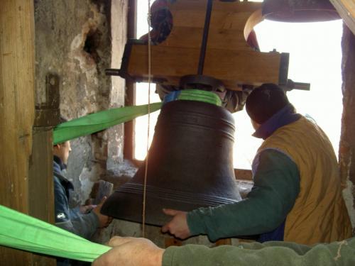 umístění zvonu na věž